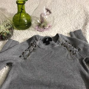 very stretchy laced top